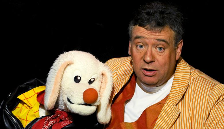 Peter Din dans le Magicien Voyageur à l'Alambic Comédie (photo Mikelkl)